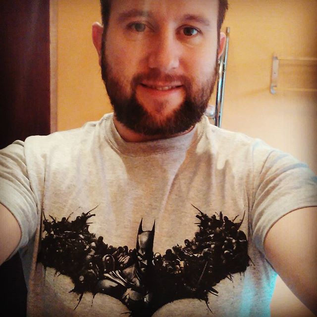 #t-shirt #batman #dc #grey #beard #menwithbeards #decembeard by @achillesofwales