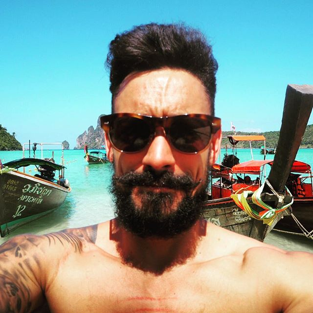 My final #JFMDecembeard selfie but this time it\'s in Thailand on Koh Phi Phi ☀️ Things I have learnt during #Decembeard 1. @Justformenuk makes my beard look fuller and thicker using their Moustache & Beard Dye and was the first product in my travel backpack! .2. It takes 3 weeks to get over the itchy stage! .3. A beard is a massive talking point .4. Patchy, grey, curly is fine it just gives your beard more personality!!! What have you learnt, I would love to here your beard stories and pictures  you can check out my Decembeard progress via carlthompson.co.uk  #beard #beardgame #grooming #dappermen #dapperday #lifestyle #beach #kohphiphi #thailand #inked #tattoedmen #tattoo #inkedup #instastyle #mensgrooming #menswear by @hawkinsandshepherd